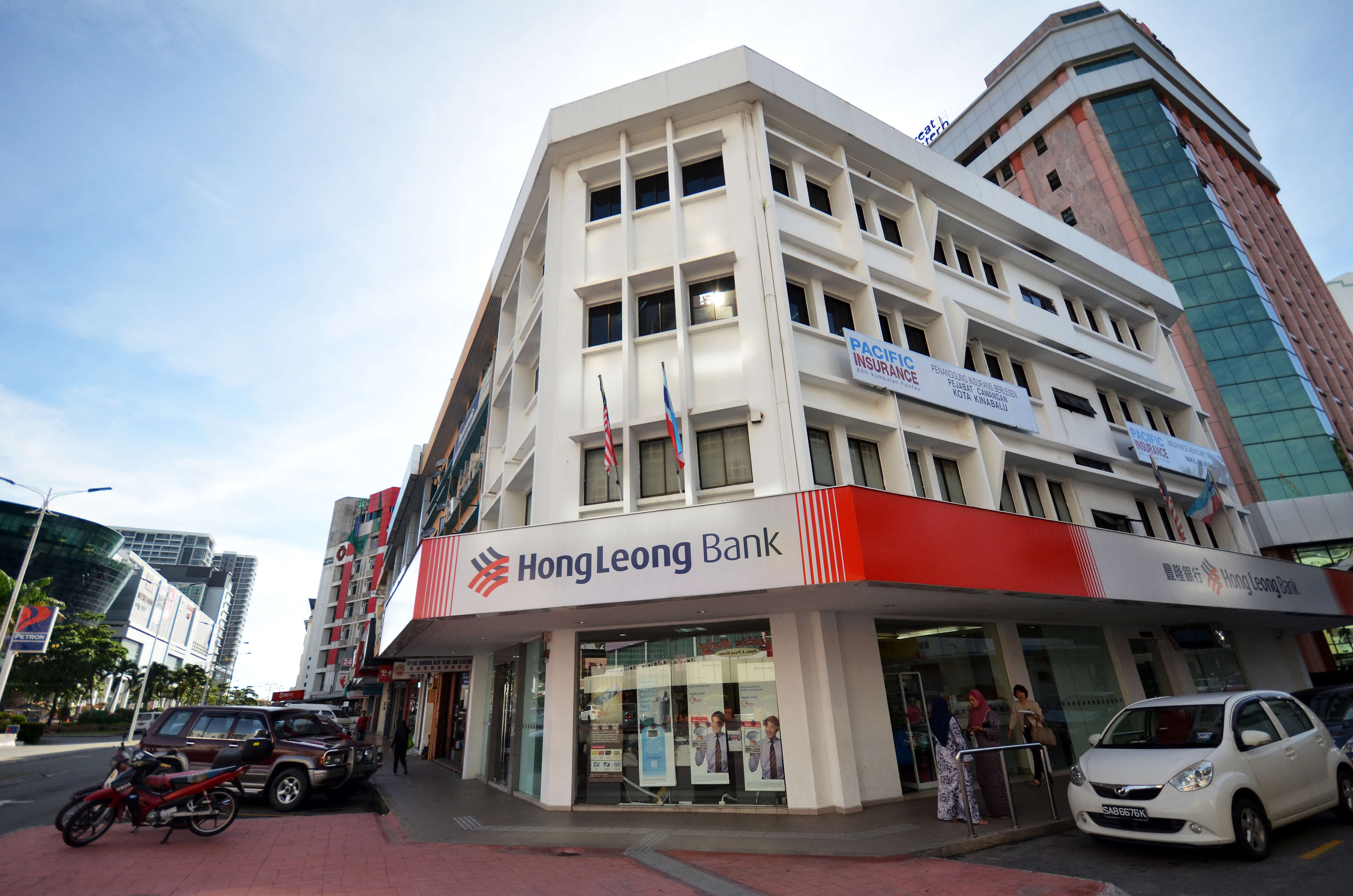 Hong Leong Bank adopted Industry 4.0 technologies to improve its customer service experience. Source: Shutterstock