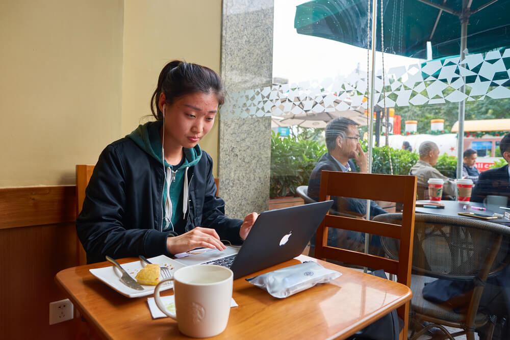 Starbucks sees value in the virtual world in China. Source: Shutterstock