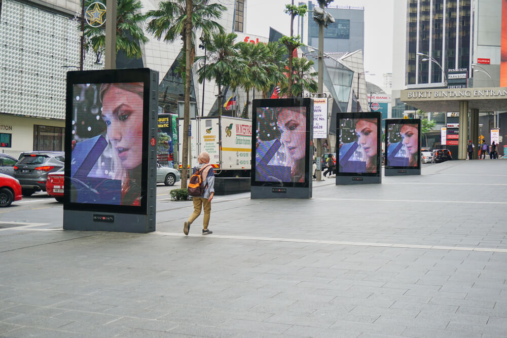 5G will make digital billboards come to life. Source: Shutterstock
