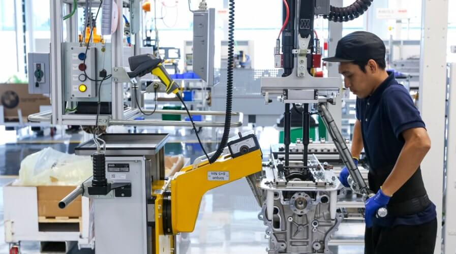 Manufacturers can profoundly benefit from the use of digital twin technology. Source: Shutterstock