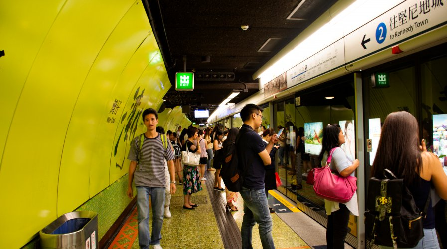 Commuters waiting for the train in hong Kong's Mong Kok station during rush hour. Source: Shutterstock.